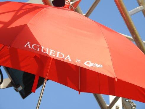 マツダスタジアムで傘まつり、カープのロゴマーク入り