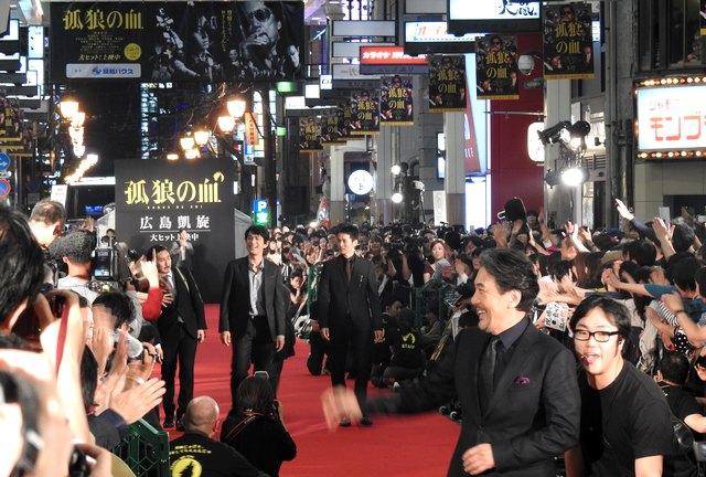役所広司・松坂桃李ら、ロケ地・広島でレッドカーペット「広島の愛を感じた」「カンヌもかなわない」