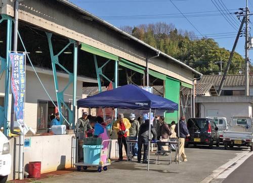 おおたけ水産GOGO市、玖波漁港で鮮魚を販売