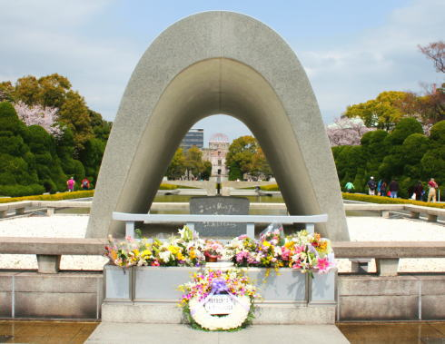 8月6日 広島平和記念式典で交通規制、夜はとうろう流しも
