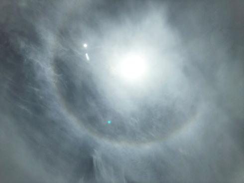 広島に虹色の日暈「ハロ」現象、天気は下り坂?
