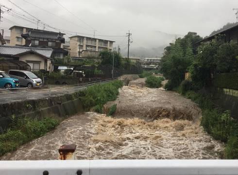 大雨被害、広島市安芸区畑賀 川が荒れる