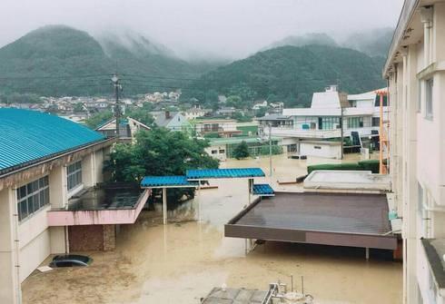 広島市安佐北区・深川小学校、大雨で冠水