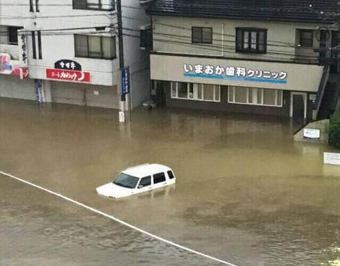広島市安佐北区・矢口 道路が冠水