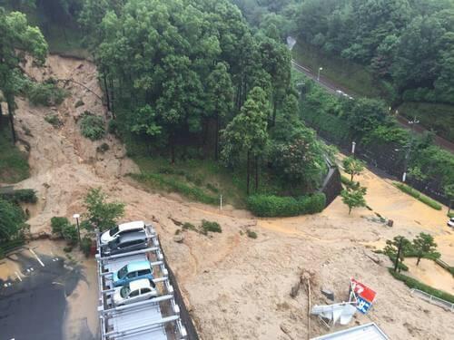 府中町・少年文化センター付近、大雨で土砂災害