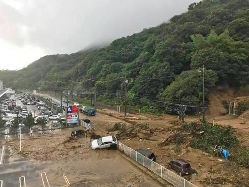 大雨で坂町 ナフコ付近で土砂災害