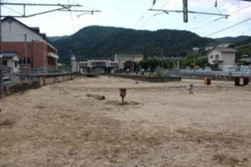 JR豪雨被害 山陽線 瀬野駅構内で土砂堆積