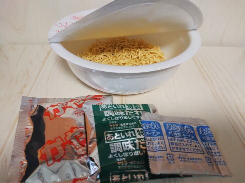 キング軒 汁なし担担麺のカップ麺 画像2