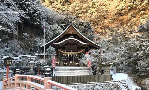 雪に染まる大頭神社
