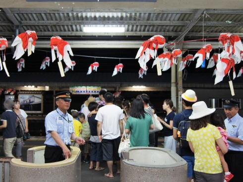 JR柳井駅の金魚ちょうちん 画像
