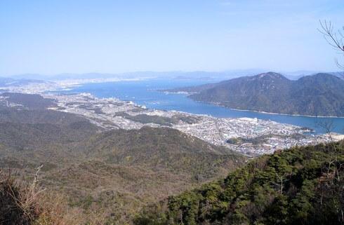 経小屋山の山頂からは一部の景色しか見られない