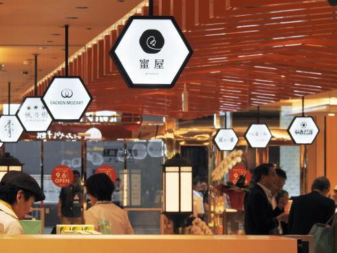 広島駅 ekie 第3期は「お土産館」や「エキエバル」など51店舗からなる新ゾーン