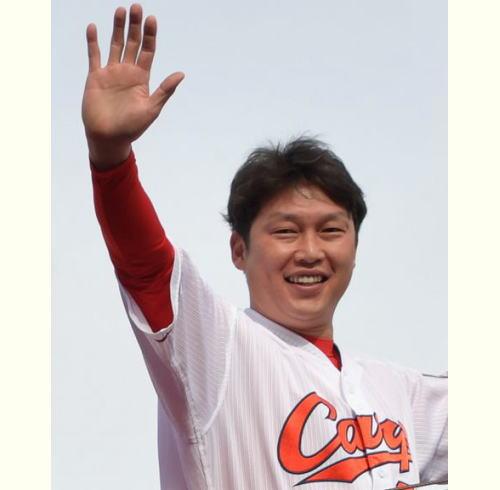 新井貴浩 引退表明「最後は後輩たちと嬉し涙で」会見一問一答