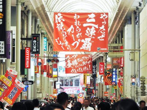 カープ優勝を広島の街がお祝い、2018年も力の入れ方がスゴイ