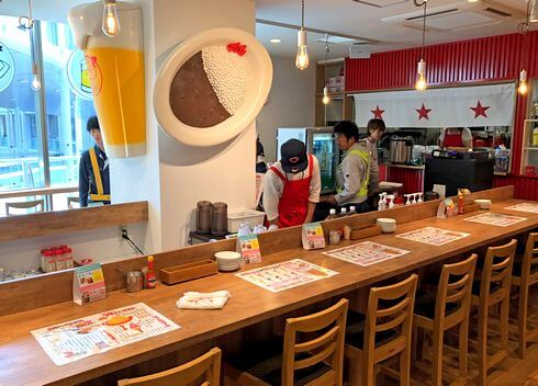 広島駅ekie カープステーションのカフェバル