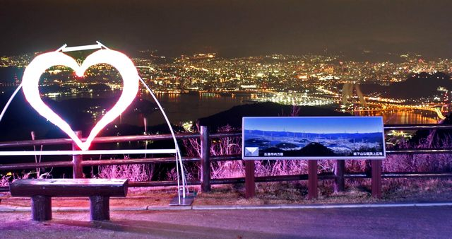 絵下山公園、展望広場の様子と夜景イルミネーション