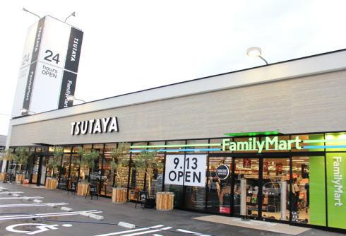ファミリーマートTSUTAYA三吉店、サービス一体化でブック&カフェも