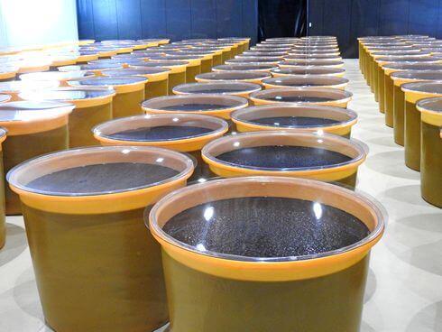 万田酵素を樽で発酵・熟成