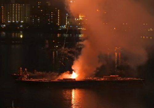 廿日市市30周年を祝う花火、串戸港沖から打上げ