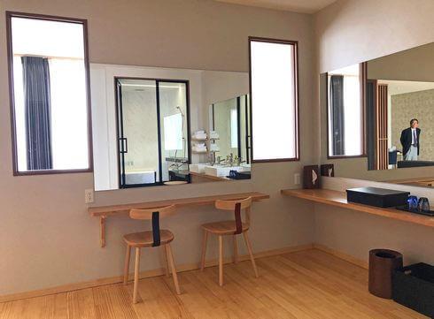 宮浜温泉 IBUKU(イブク)洗面所に鏡が2カ所