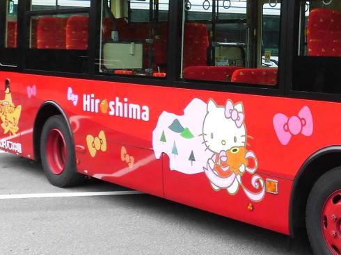 ハローキティラッピングバス、広島市内にも期間限定で