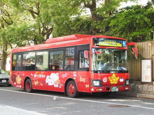 ハローキティ新幹線ラッピングバス めいぷる~ぷバージョン