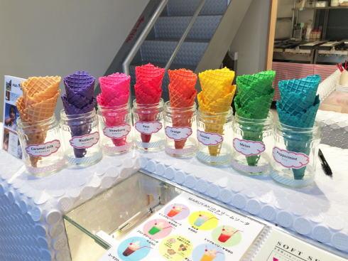 広島本通り まる焼き のカラフルソフトクリーム