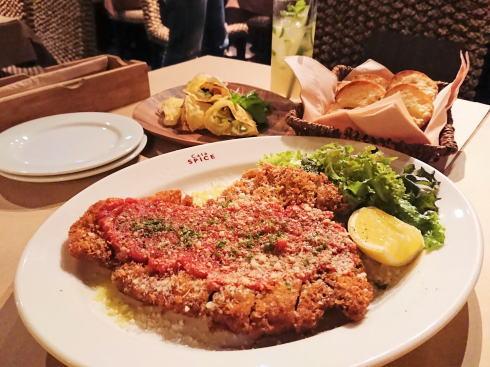 カフェスパイス、広島流川のバリ風カジュアルレストラン