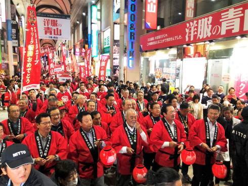 広島で大ちょうちん行列、カープ3連覇をお祝い!