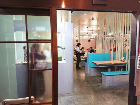 呉ハイカラ食堂 店内入口の様子