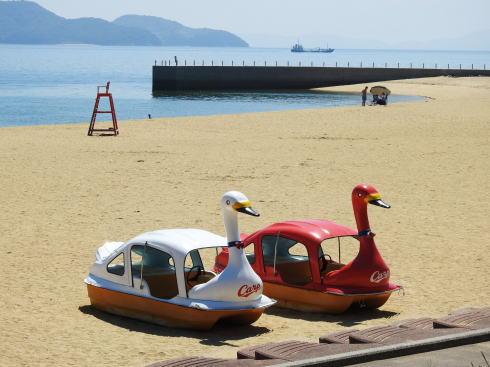 みなとオアシスゆう(山口県岩国市)カープビーチにスワンボート