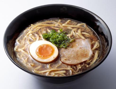 はま寿司で「尾道ラーメン」全国発売、瀬戸内産煮干しで深みあるスープを