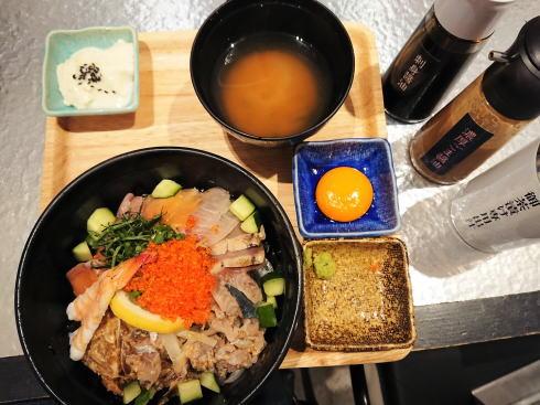 広島駅 サカナカナッテ 海鮮丼の画像1