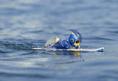 エボルタNEOくん、宮島口から大鳥居まで3kmを単3電池2本で泳ぎ切り
