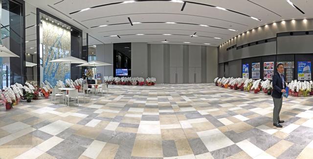 広島テレビ新社屋の1Fは、広いエントランスホール