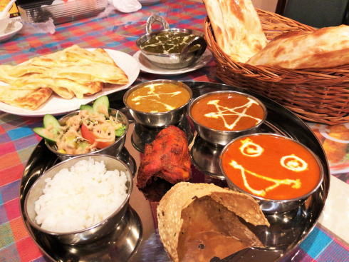 ラージカレー、鷹野橋商店街そばで本場のインド料理
