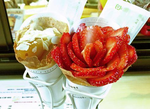 尾道のクレープ店「エタニティ」の山盛りイチゴにキュン!カスタム自在