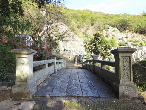 浄土寺の裏から奥の院への登り道へ