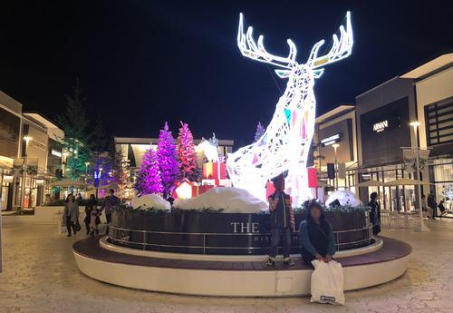 ジ アウトレット広島、クリスマスにトナカイのオブジェ