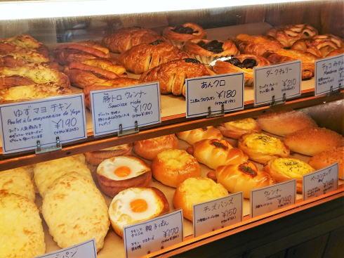 ブーランジェリー・ラパン、寺家の住宅街に佇む人気パン店