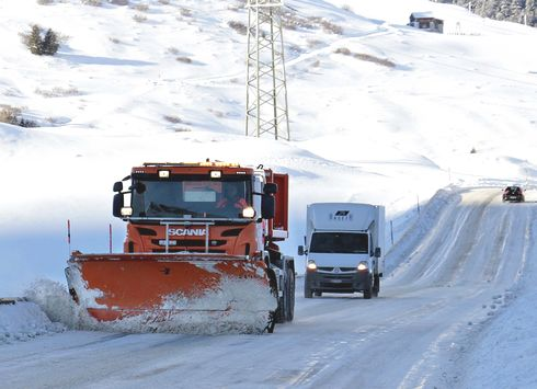 タイヤチェーンの義務化、国道・高速道路の一部で導入へ
