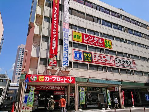 フタバ図書GIGA広島駅前店、日本最大級の複合書店はカープコーナも充実
