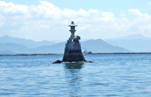 宮島・海の中に立つ石灯篭「聖崎灯台」