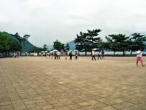 宮島桟橋、ターミナル前の広場