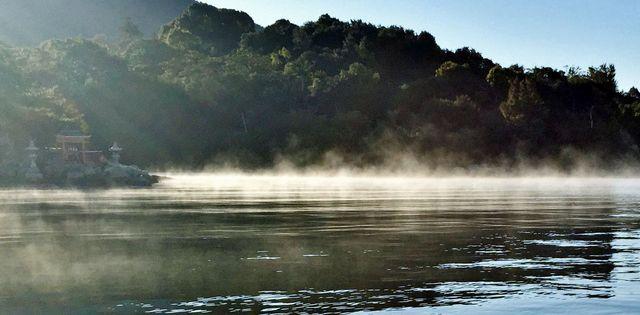 海霧に包まれた御床神社