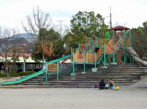 八木梅林公園の大型遊具