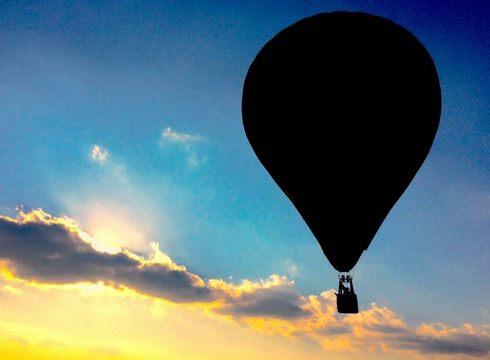 気球が三次の朝空に舞い上がる!みよしバルーンミーティング