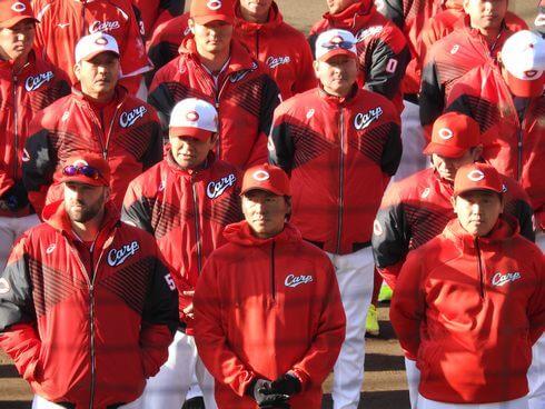 カープ日南キャンプで長野選手ら歓迎セレモニー