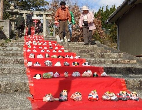 三原市 おひなまつり、大島神社で石のお雛様