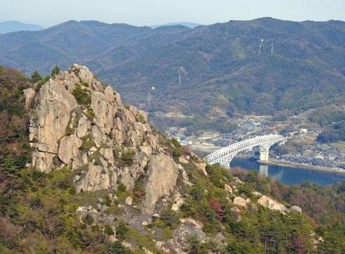 天狗岩の絶景!広島・江田島の陀峯山 一角に、奇岩が連なる不思議な風景